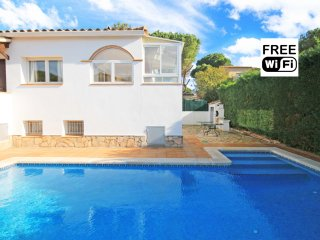 Spacious villa for rent for holidays with garden and pool, L'Escala