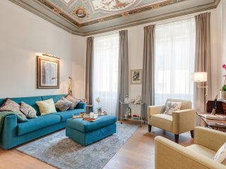 COLONNA - Elegant Apartment With Frescoed Ceilings