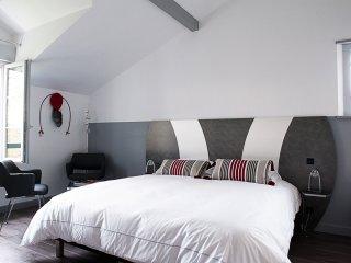 Chambre grand lit avec douche a l'etage