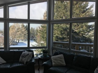 """ Journey "" 5 bedroom chalet at the top of Blue, Craigleith"
