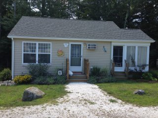 2BR Wells Beach Cottage Immaculate Privacy AC pools gym wifi bocce Beach Dreams