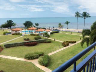 Haciendas del Club 4-411 beachfront penthouse, WiFi, screens, 24/7 security