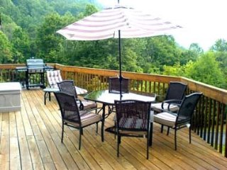 STUNNING 50 MILE Mountain Views, Fireplace, Lg Deck, Jet Tub, Asheville