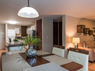 Vistamar garden condo, WiFi, A/C, walking distance to Combate beach