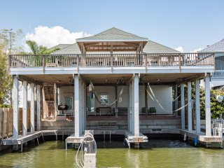 PORT MANSFIELD TEXAS WATERFRONT 4 BEDROOM HOUSE 3 BOAT SLIPS/LIFTS