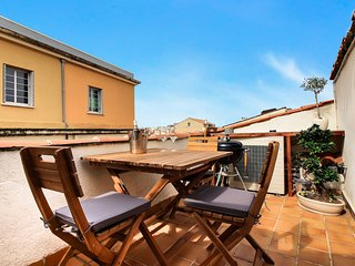 Large 2 Bed, 2 Bath Townhouse in Old Town with Roof Terrace & close to Beach