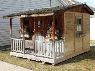 Great Central Location, 1 Block to Downtown, Hot Tub, WiFi