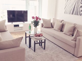 BERLIN MITTE. WIFI & Netflix. 3 Rooms. 1MIN TO SUB, Berlin