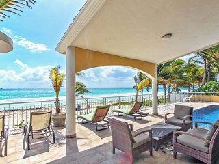 Spectacular Beachfront Oceanview 4 Bedroom Playacar Vila - Rebeka