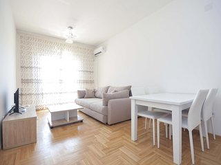 One bedroom ''Rea'' apartment - great location, No.2