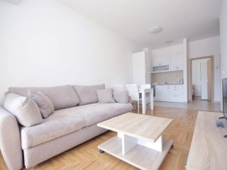 One bedroom ''Rea'' apartment - great location, No.1