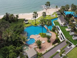 The Palm Dream luxury Apartment at Beachfront with Sea View
