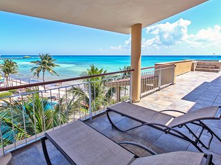 Beautiful Beachfront Ocean View Penthouse at El Faro - Reef 401