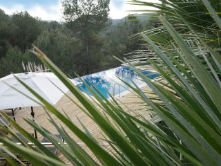 Casa Neptunes newly decorated, airconditioning and private landscape pool!, Sitges