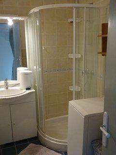 salle d'eau chambre 3 bathroom room 3