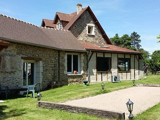 House w/ heated pool near Giverny