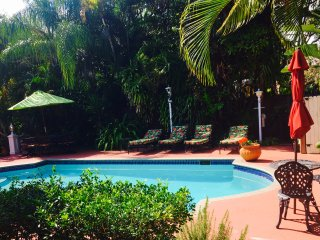 4/4 Paradise  in Florida - 1.5 miles from Beach - Private Fenced Backyard