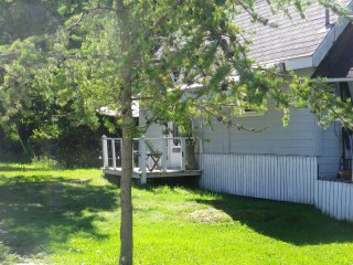 One cottage for weekly rental in the hamlet of SouthBaymouth by the ferry
