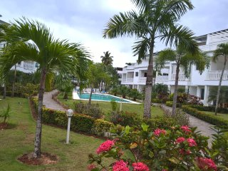 Modern beachfront 1 bedroom apartment with 2 pools facing Punta Popy beach