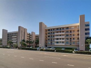 Beautiful Beach Front Condo with direct view of the Gulf of Mexico, Madeira Beach
