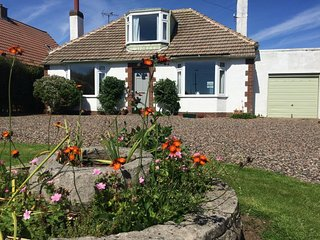 CRAIL Large Garden with Private Parking/Short walk to beach & shops/Local buses