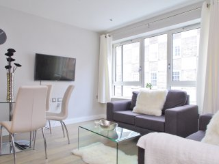 Near Big Ben | Victoria  Station| River Thames | 3 bedroom | Lift & new building