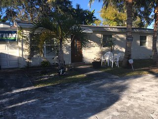 Great Neighborhood, 3 Bedroom, 10 min from the Beach!, Davie
