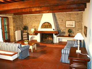 Private Villa on surrounding Florentine hills (6 bedrooms)