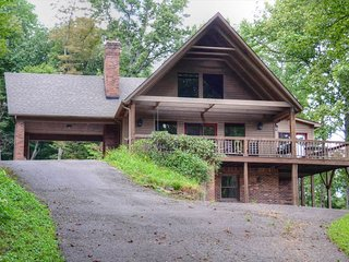 DunRovin-6 BR, 5 1/2 bathroom, sleeps up to 15, Hot Tub, Wi-Fi, Easy Access