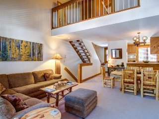 Vintage ski lodging close to slopes, pools, hot tub & tennis!