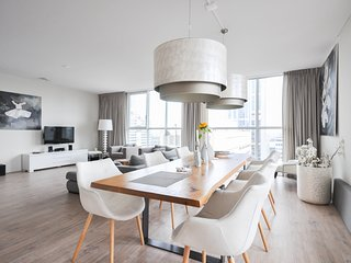 Amazing view! Luxury apartment just next to Rotterdam central station!..