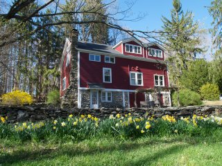 Converted Barn on 5+ Acres. WiFi & Treehouse!, Clinton Corners