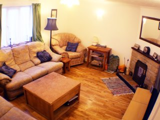 1 Riverside Cottages, 3 bed holiday let 10 mins from the world famous beach.