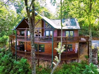 ANOTHER DAY IN BEARADISE- 4 BEDROOM/ 4.5 BATH LUXURY CABIN WITH A BEAUTIFUL