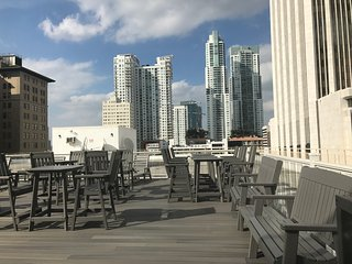 Penthouse downtown Miami sleep up to 6ppl w/parking 6 miles from Miami Beach
