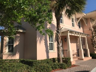 3bedroom 3bath 3mins aways from the beach 8adults
