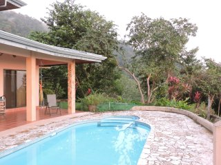 Sing with the Birds in this Nature House/ Large Pool Sweeping Views/ Beach/Mnts
