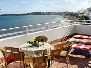 Apartment Overlooking the sea and beach of Cala Millor Balcony, wifi, Lift,
