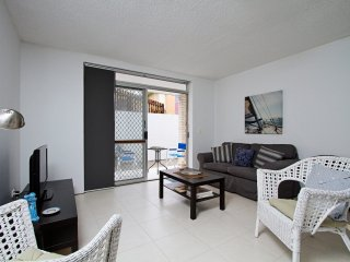 Cooly Central 1 - Affordable Beachside Unit