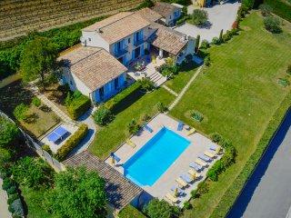 En face du Mont Ventoux piscine privee 10 x 5, jardin prive 2500 m2