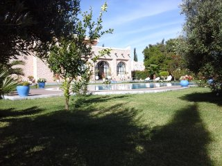 Villa Fleurie, Pool and staff on site
