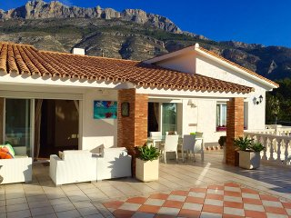 INCOMPARABLE VILLA EN ALTEA