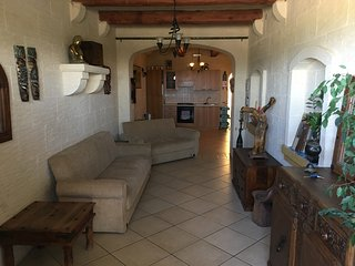 Spacious Duplex Maisonette close to Ramla Bay Gozo