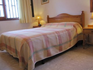 Traditional 3 bedroom Villa with private heated pool in a quiet area