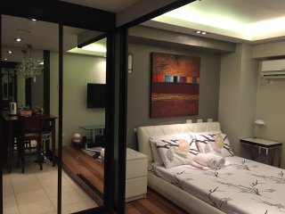 The Bachelor's Pad - A Cool, Calm and Comfortable Studio in Cebu City