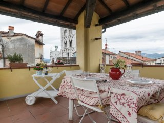 amazing penthouse with panoramic terrace in the old town. 4 people max. wifi