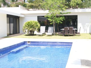 Spectacular Villa & Pool - Sleeps 20, Garden, Private Comunity - CA6B, Cancún