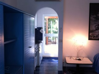 Cozy studio flat close to the sea, Rosa Marina