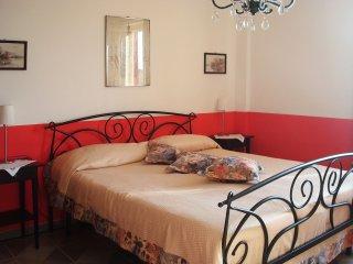 Kleine, feine Ferienwohnung in Hanglage mit Traumpanorama über Meer und Berge, Castellabate