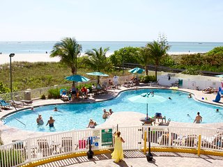 BEACHFRONT BLDG, 2BR/2BA SUITE, KIDS FRIENDLY, POOLS, HOT TUB, GYM, FREE PARKING